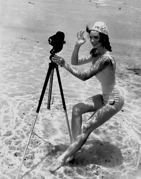underwater-pinups-photography-1938-bruce-mozert-4-58930ecee5