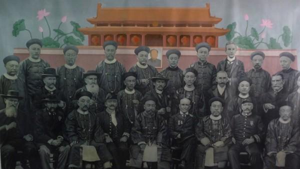 19 王 水泊 WANG Shuibo_天安门前 The gate of heavenly peace_布面油画 Oil on canvas_200×300cm_2011_m