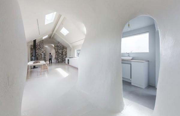 18th-century-ruins-transform-into-a-futuristic-home-12
