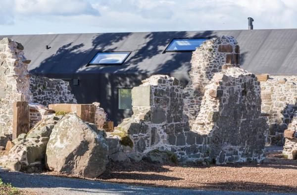 18th-century-ruins-transform-into-a-futuristic-home-16