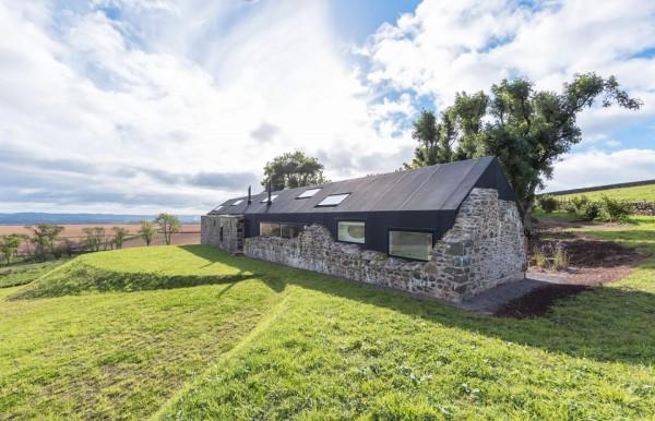 18th-century-ruins-transform-into-a-futuristic-home-19