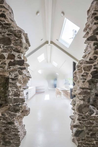 18th-century-ruins-transform-into-a-futuristic-home-9