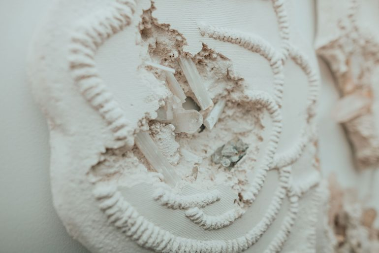 daniel-arsham-connecting-time-exhibition-moco-museum-amsterdam-3-770x513