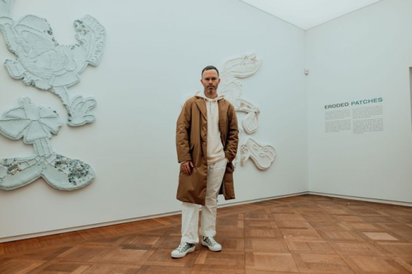 daniel-arsham-connecting-time-exhibition-moco-museum-amsterdam-7-770x513
