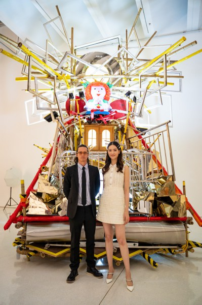 艺术家格拉汉姆·哈德森与2016年世界小姐中国区总冠军