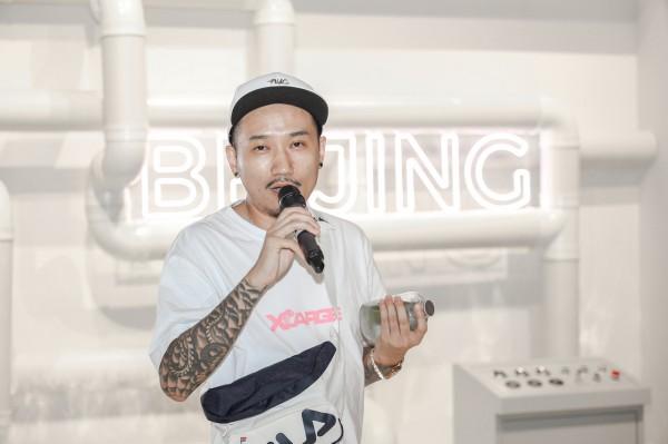 艺术家池磊在开幕式上致辞