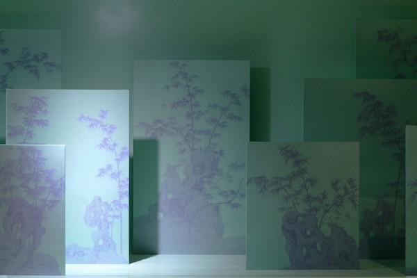 张苛  紫竹林  110 x 50 x 40 cm  绢本绘画装置 木板烤漆 电控设备  2018